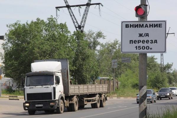 Хрящевское, как и Обводное шоссе, давно не справляются с потоком машин