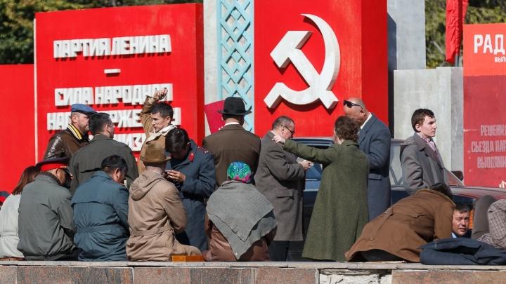 «В других городах столько массовки уже не найти»: центр Волгограда вернули в СССР ради большого кино