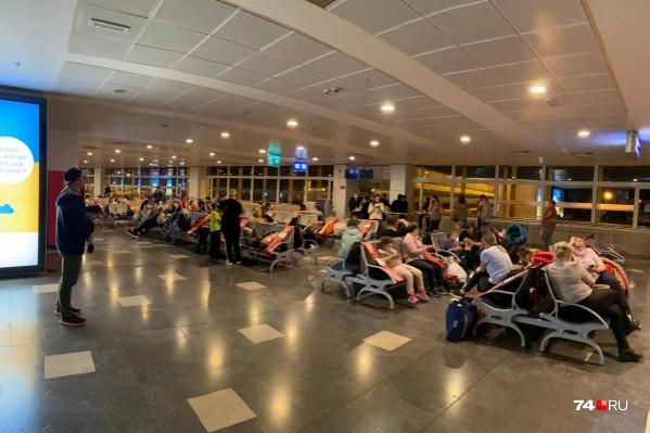 Задержка рейса составила более трех часов