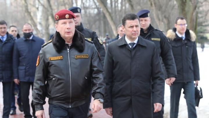 «Кортеж из черных автомобилей»: в Ярославль приехал Виктор Золотов. Что ему тут нужно