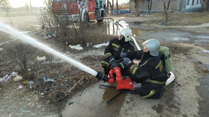 В Волгограде сгорела крыша аварийной трехэтажки