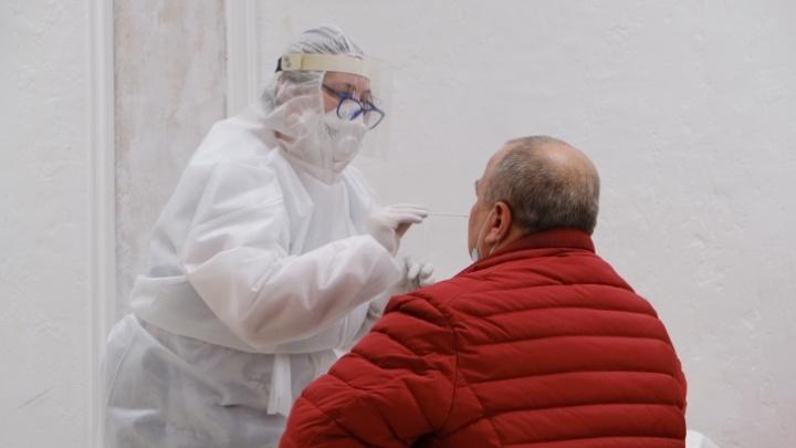 В поликлиниках Челябинска начали «на входе» тестировать всех пациентов на коронавирус