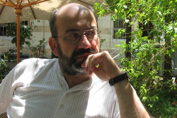 Дмитрий Стровский — профессор, доктор политических наук. Переехал жить в Израиль в 53 года