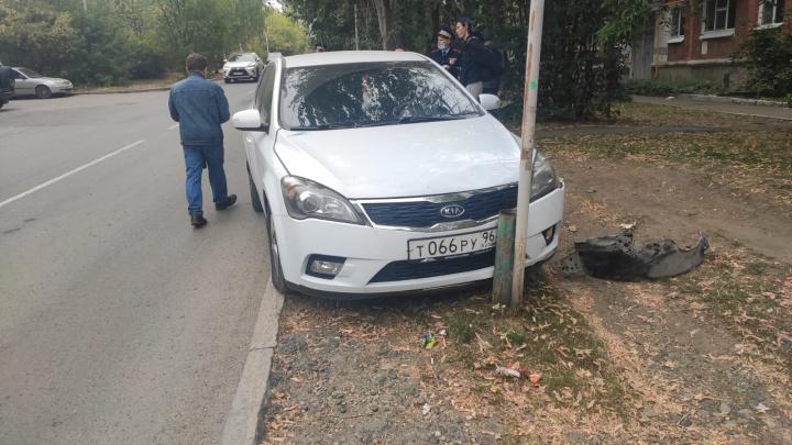 В Екатеринбурге машина без водителя сбила двух пожилых женщин
