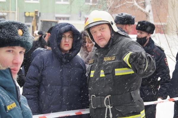 Мэр Елена Лапушкина и Олег Бойко на месте происшествия
