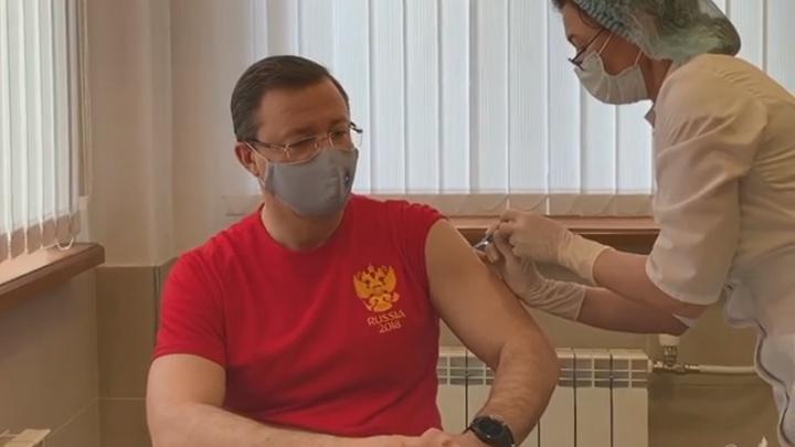 Дмитрий Азаров сделал прививку от коронавируса