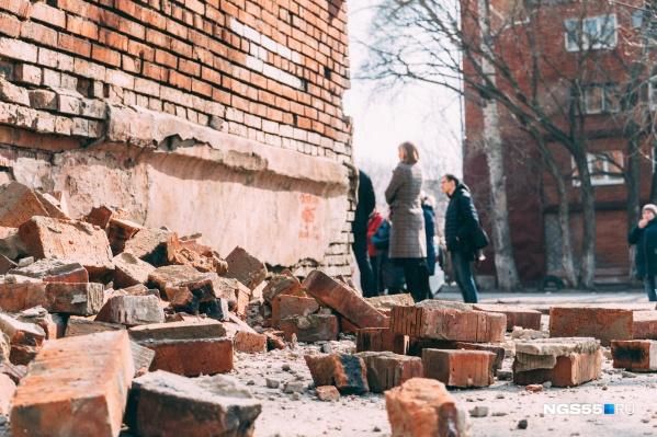 Обрушенная стена — последствие проблемы, которую не хотели решать