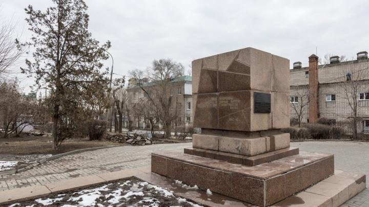 Словно война не закончилась: смотрим, как идет реконструкция в волгоградском сквере 8 Марта