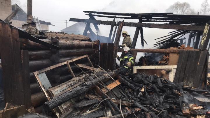 На пожаре в Кудымкаре погибли 2 детей и 6 взрослых. Названа предварительная причина возгорания