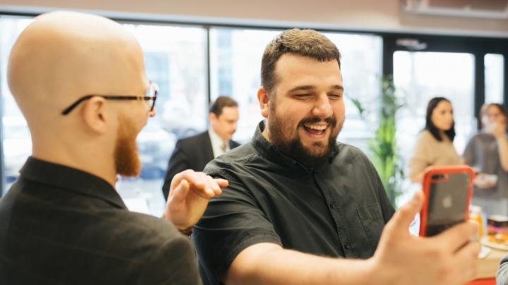 Он узнает клиентов в лицо: Альфа-Банк открыл первый Phygital-офис в Самаре