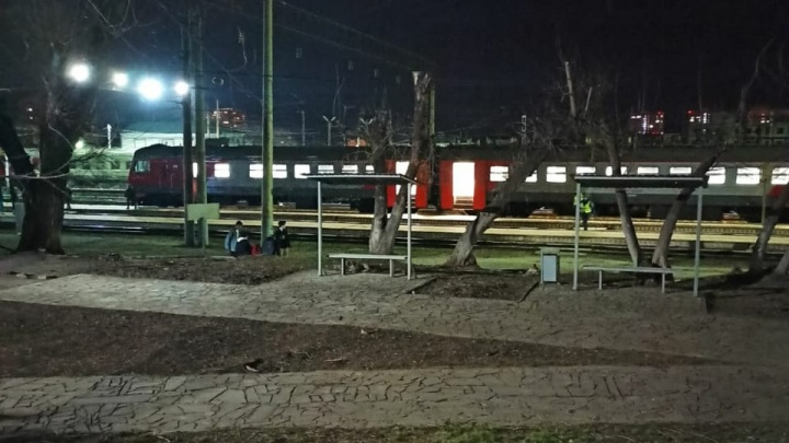 На станции «Волгоград-2» эвакуировали пассажиров электрички. На место вызвали кинологов