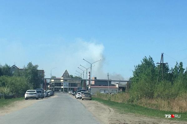 Пожар начался в районе обеда