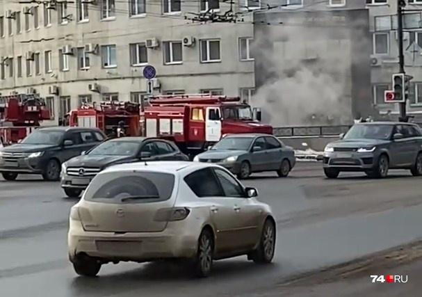 После взрыва из перехода повалил дым