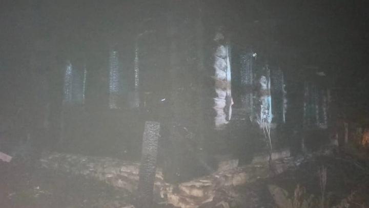 В Башкирии в пожаре в жилом доме погибли мужчина и женщина