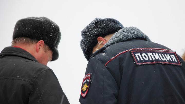 В Омской области полицейский покрывал знакомого бутлегера — следком
