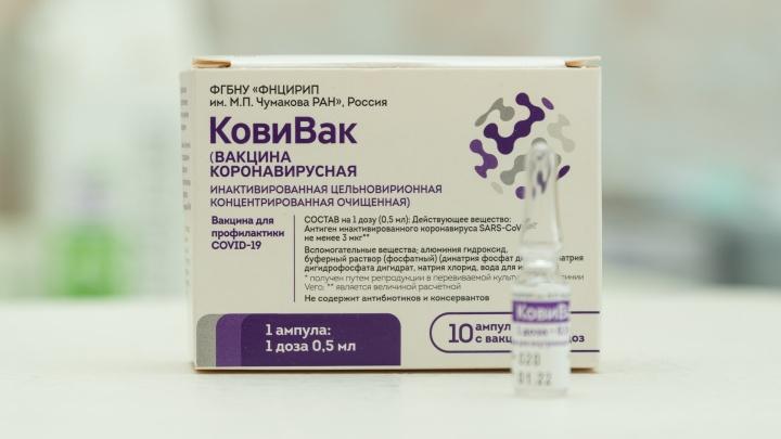 Вакцина с убитым коронавирусом. Журналист 59.RU — об опыте ревакцинации дефицитным «КовиВаком»