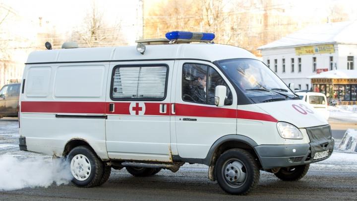 В Ярославле водитель протаранил машину и два автобуса: пострадала девушка