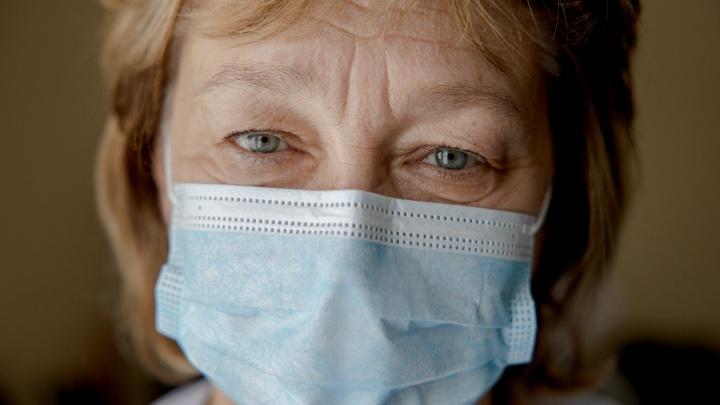 «Пример Европы пугает. Мы от нее отстаем на пару месяцев»: врач-инфекционист — о первом годе пандемии и третьей волне
