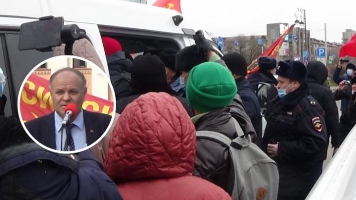 СМИ не допустили, а из свидетелей одни полицейские: в Тюмени после разгона митинга судят коммуниста