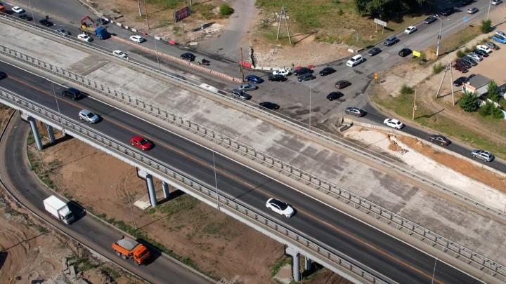 На новом мосту на трассе М-5 поплыл не только асфальт, но и швы