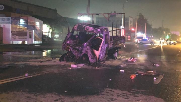 Ночью в Тюмени «Газель» столкнулась с автобусом — два человека сгорели заживо