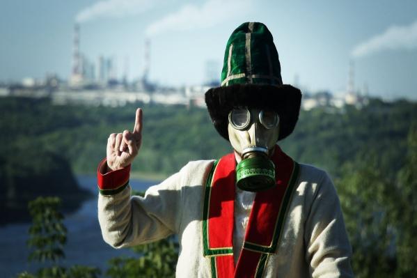 Без противогаза никак не выжить, решили активисты, «в отравленном воздухе северных микрорайонов города»