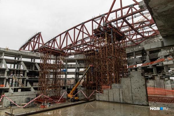 """Так ЛДС выглядел в апреле этого года. Сейчас, по информации Минстроя, арена готова на 39,5%, к <nobr class=""""_"""">31 декабря</nobr> этого года она должна быть построена на 75%"""