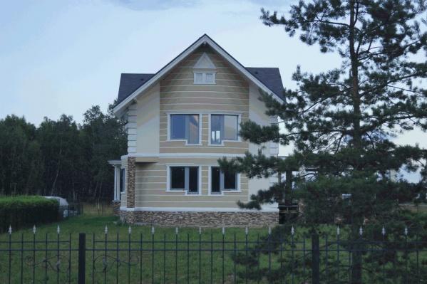Омичи готовы потратить на загородную недвижимость от 4 до 8 миллионов рублей, но цены на коттеджи могут быть значительно выше