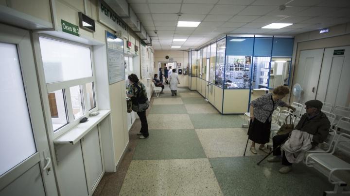 «Ваша позиция в очереди — 52»: новосибирцы не могут часами дозвониться до регистратур в поликлиниках