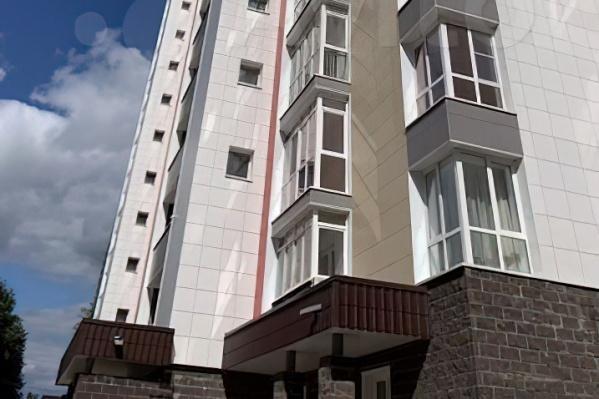 В этом доме на улице Менделеева продается однокомнатная квартира почти за шесть миллионов рублей