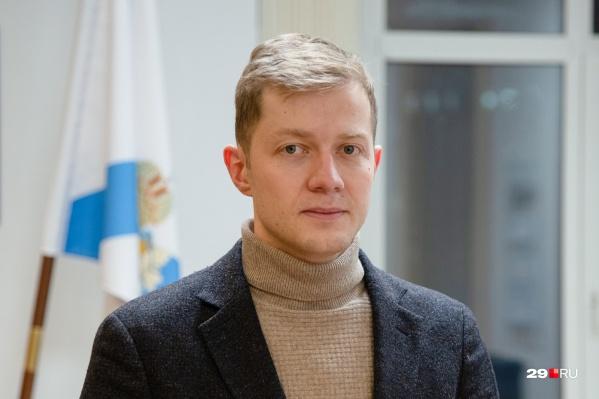 """Мы уже делали с Александром Герштанским интервью, <a href=""""https://29.ru/text/politics/2021/01/20/69706776/"""" target=""""_blank"""" class=""""_"""">в котором спросили, как вышло, что он стал руководить местным Минздравом</a>"""