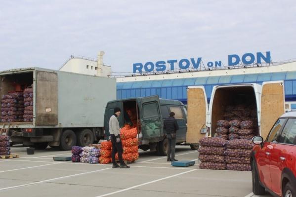 """Овощной рынок покинет территорию аэропорта до <nobr class=""""_"""">1 ноября</nobr>"""