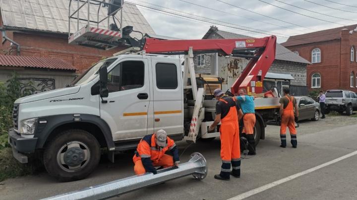 На «проклятом» перекрестке на Громова после многочисленных ДТП наконец монтируют светофор