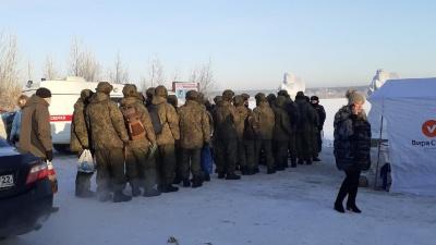 Крещение-2021: к проруби на Затоне подъехали военные, тут же раздают сладости в обмен на подписи за депутата Госдумы