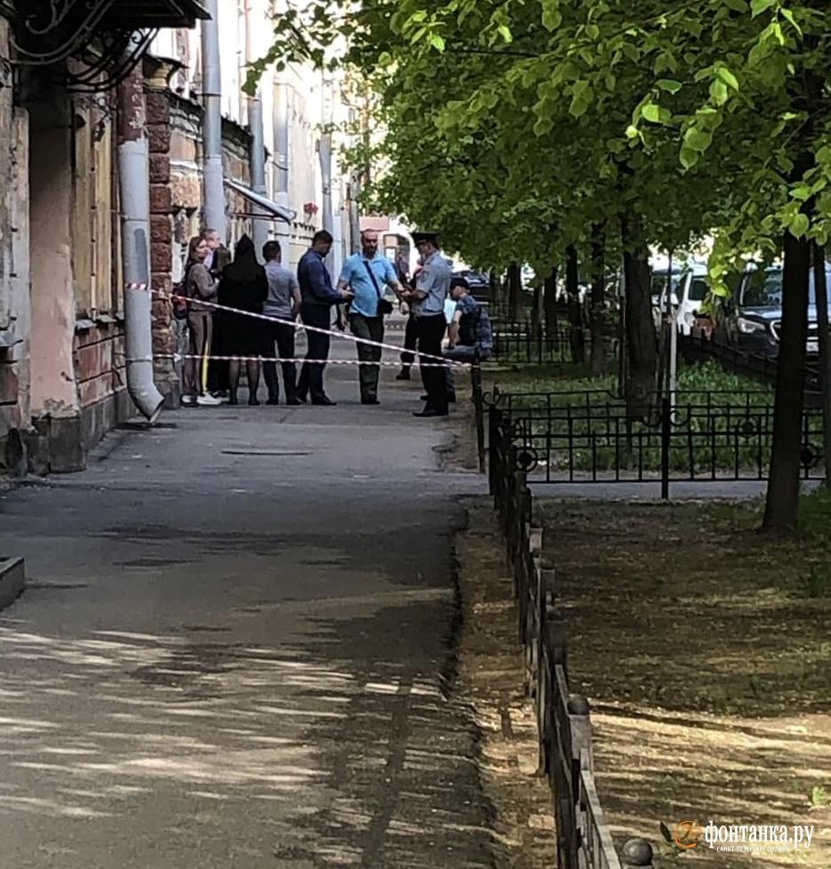 В центре Петербурга из окна упал годовалый ребенок