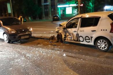В Ворошиловском районе Волгограда столкнулись три автомобиля. Есть пострадавшие