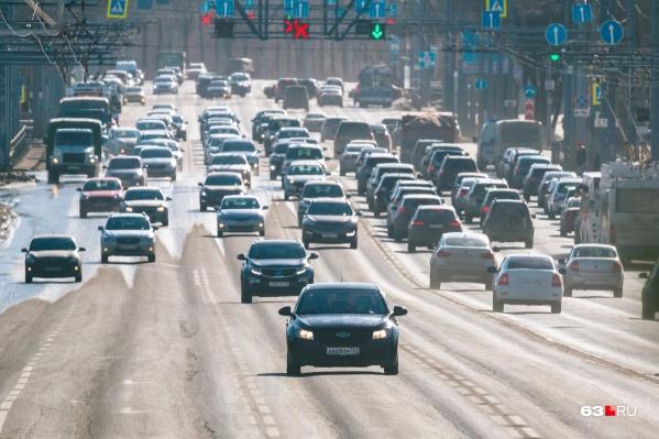 Большая нагрузка на дорогу — одна из причин образования колейности