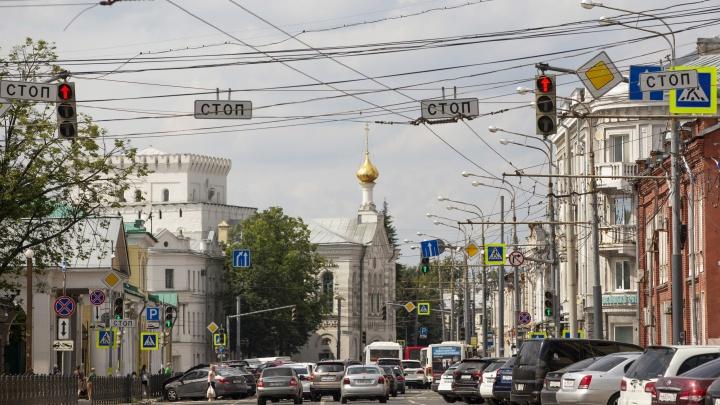Гаражи и заросли: как выглядит с изнанки одна из самых загруженных улиц центра Ярославля