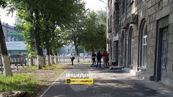 40-летняя женщина выпала из окна шестиэтажки на Станиславского