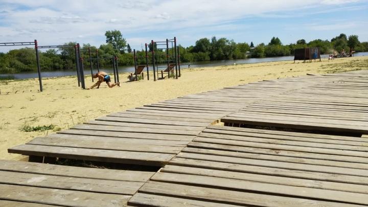 В Кургане вандалы громят пляж «Бабьи пески»