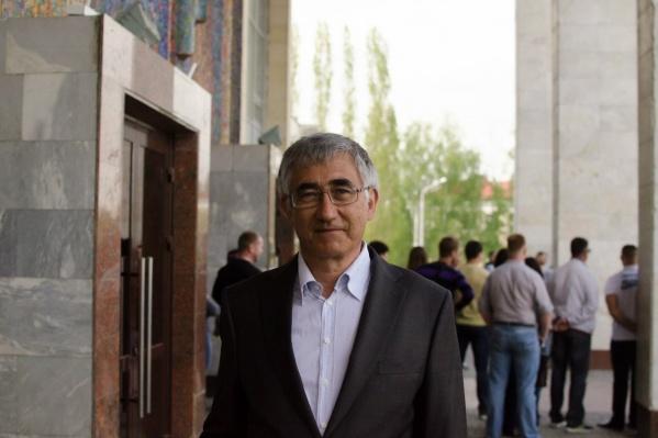После окончания УГАТУ в 1981 году Искандар Бахтияров работал в Уфимском моторостроительном производственном объединении (УМПО), а сейчас возглавляет компанию «Уфанет»