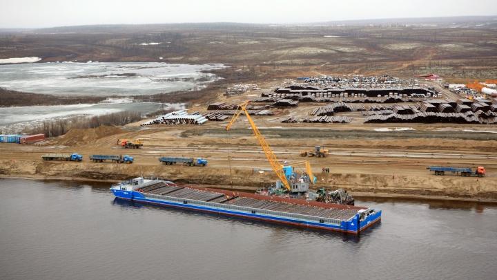 «Роснефть» начала возводить причалы на Енисее для проекта «Восток Ойл»