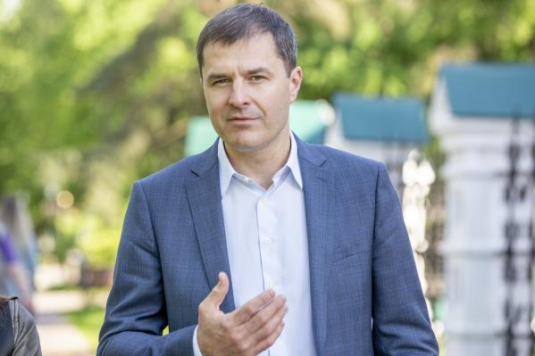 Владимир Волков отметил, что информацию об изменении маршрутов нужно доносить до каждого пассажира