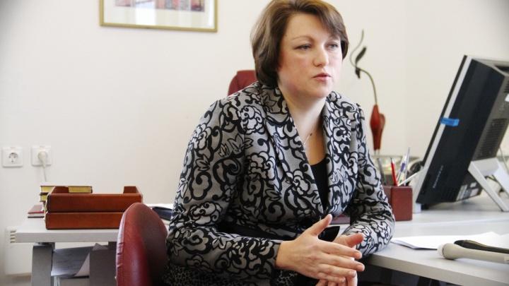 О записи в школы и прививочной кампании: на вопросы читателей E1.RU ответит вице-мэр