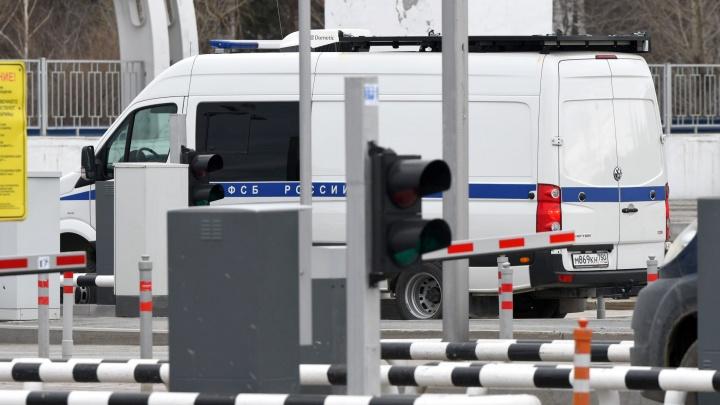 В Екатеринбурге сотрудники ФСБ задержали полицейского, отпустившего наркоторговца за взятку