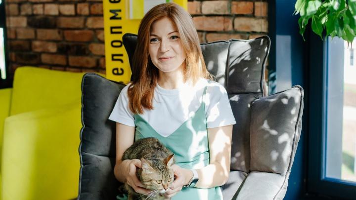 Каждый день грядки, переезды и кот: как живет и где работает участница конкурса красоты для строителей