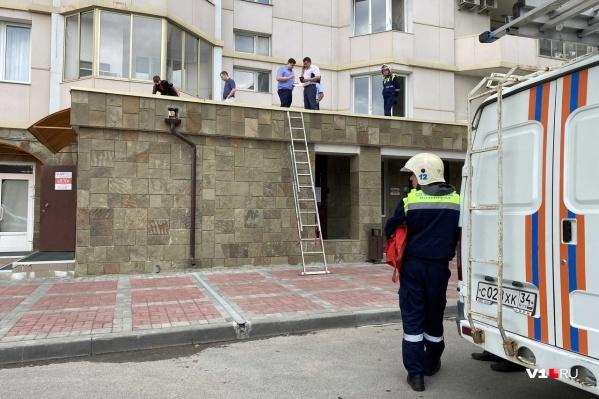 На месте ЧП работают следователи, полиция и спасатели