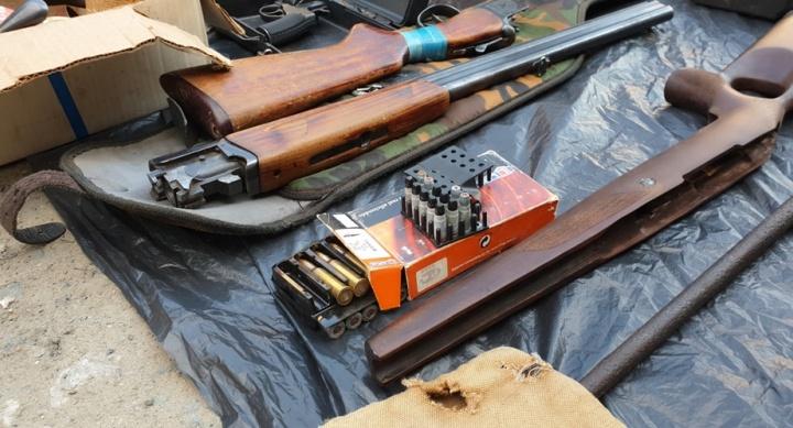 Семейный подряд: в Сургуте отец и сын задержаны за продажу оружия и хранение патронов. Вот видео