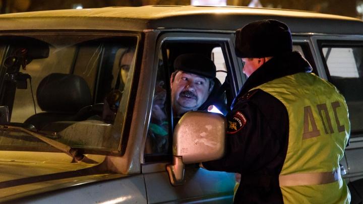 Требует эвакуировать машины на штрафстоянку жены: инспекторы ГИБДД нажаловались на начальство «омбудсмену полиции»