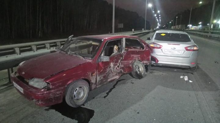 На Ново-Московском тракте столкнулись Lada и Ford: три человека пострадали